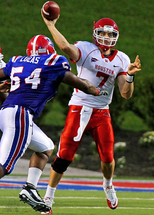 Last week:  25-of-40 passing for 351 yards, three TDs and two INTs; five rushes for minus-10 yards in 35-34 win over Louisiana Tech.   Season:  81-of-11 passing for 1,119 yards, 10 TDs and two INTs; 18 rushes for 29 yards.  Trailing 34-7, Keenum directed the Cougars to their biggest comeback win ever as they scored 28 unanswered points. The sixth-year senior also moved past Tim Rattay and into a tie with Timmy Chang for fourth on the all-time TD pass list with 117; he is now four behind Ty Detmer for third. Keenum's only blemish on the day was throwing his first interception of the year, which ended a streak of 90 attempts without one to open the season.   Next up:  Saturday vs. Georgia State