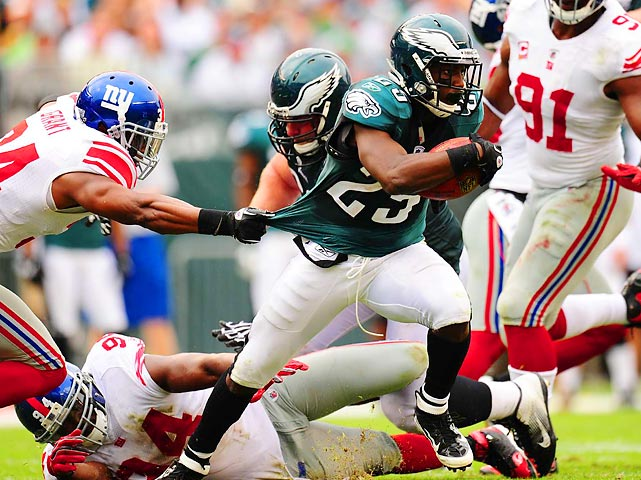 Even though the Giants' defeated the Eagles on Sunday, New York couldn't slow down LeSean McCoy. Deon Grant tries grabbing his jersey, but McCoy rushed for 128 yards and a touchdown.