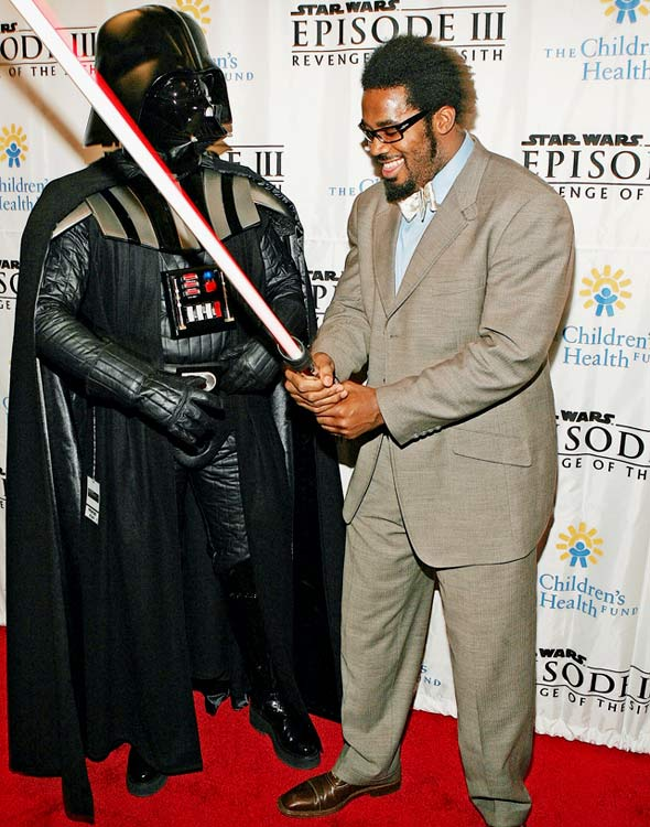 Eagles linebacker Dhani Jones poses with Darth Vader at the premiere of Star Wars Episode III: Revenge Of The Sith at the Ziegfeld Theater on May 12, 2005 in New York City.