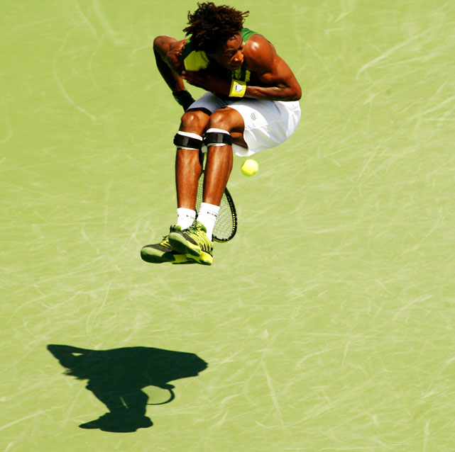 After over-running a shot from Juan Carlos Ferrero, Monfils tried this jumping-behind-the-back-under-the-legs thingy. Even crazier than the shot? He won the point.