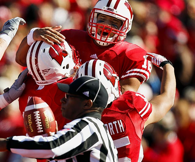Last week:  12-of-17 passing for 166 yards and one TD; two rushes for 42 yards; one reception for 25 yards and one TD in 59-7 win over Indiana.   Season (six games):  95-of-128 passing for 1,557 yards, 14 TDs and one INT; 24 rushes for 182 yards and two TDs; one reception for 25 yards and one TD.  Wilson has routinely burned opponents in the passing game in his short time as a Badger, but not like this. The senior hauled in a pass from RB Montee Ball for a 25-yard TD reception -- the second of his collegiate career -- as part of a drubbing of Indiana in which he accounted for 233 total yards and three scores. The FBS leader in pass efficiency should get a stiffer test next week as Wisconsin heads to East Lansing to face No. 15 Michigan State, whose second-ranked defense is yielding 186.1 yards per game.   Next up:  Saturday at No. 15 Michigan State