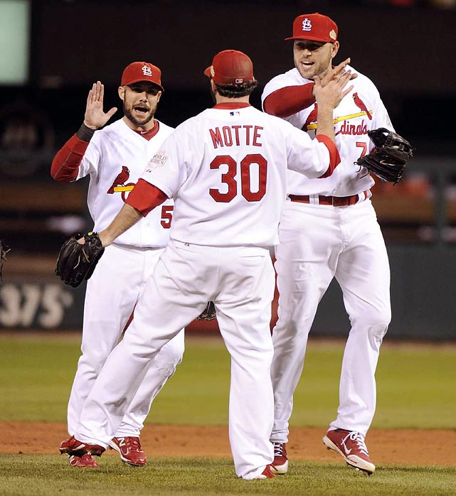 Jason Motte celebrates with teammates after closing out the Cardinals' 3-2 victory in Game 1.