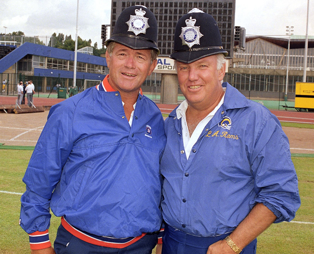 Before a Broncos-Rams exhibition game in London both coaches sample the local headwear.