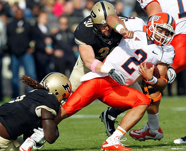 Illinois' dream season is quickly turning into a nightmare. One week after seeing their undefeated season end against Ohio State, the Illini fell to the Boilermakers. Purdue sacked Illinois quarterback Nathan Scheelhaase (pictured) four times and prevailed despite being outgained 366 yards to 303.