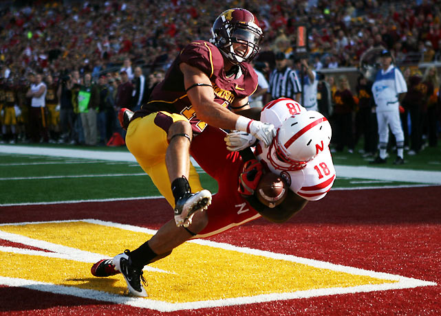 The Cornhuskers and Golden Gophers left this game with opposite records, 6-1 and 1-6, respectively. Nebraska outgained Minnesota 518 yards to 260 behind a big day from Rex Burkhead, who racked up 113 yards and a touchdown on 24 carries.