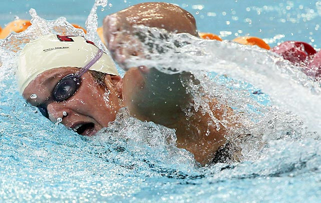Rachel Knowles of the United States competes in the 800-meter freestyle at the FINA World Cup in Singapore.