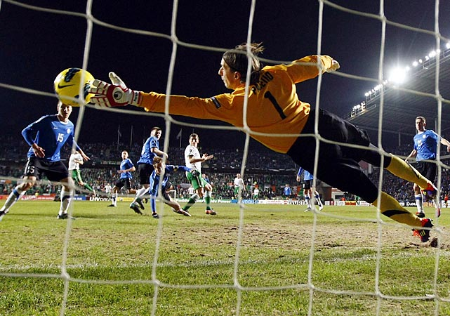 Keith Andrews scores Ireland's first goal during its 4-0 thrashing of Estonia in the Euro 2012 playoff match.