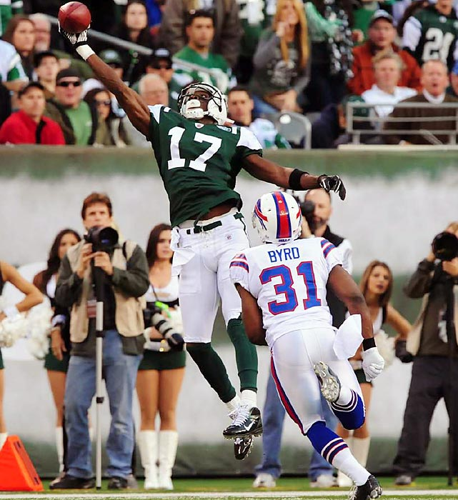 Plaxico Burress makes a phenomenal one-handed catch on the sidelines to help the Jets defeat the Bills 28-24 and remain in the playoff hunt.