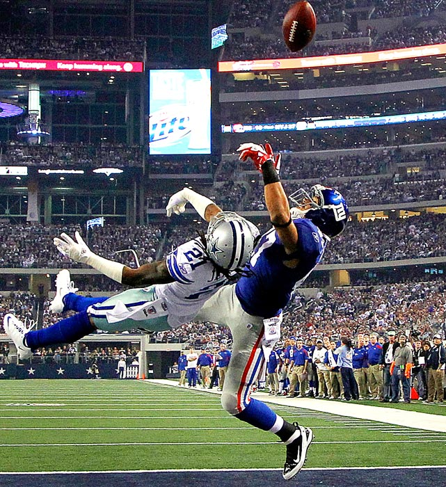 Cowboys cornerback Mike Jenkins breaks up a pass intended for Giant tight end Travis Beckum at Cowboy Stadium in Arlington. A missed field goal in the final seconds helped the Giants hold for an important 37-34 win.