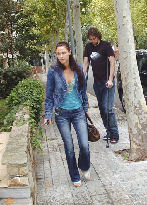 When he was with the Grizzlies, Spanish big man Pau Gasol dated Serbian model Bojana Barovic. We're not sure what happened to that one, but they were cute together.