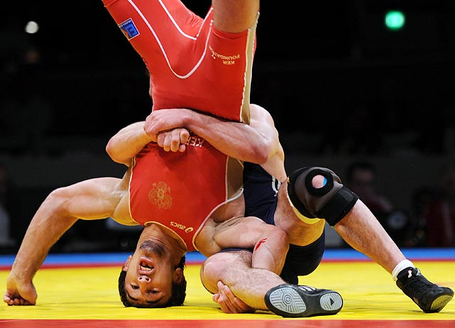 Russia's Anzor Urishev plants on his head before defeating Georgia's Dato Marsagishvili in the 84 kg freestyle final in Dortmund, Germany, on March 30.