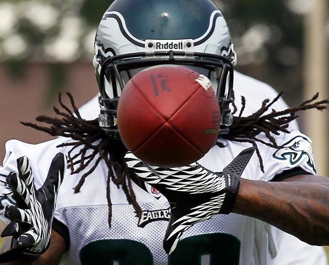 Think fast! Eagles rookie running back Noel Devine puts his hands up to catch a ball during the team's training camp in Bethlehem, Pa.