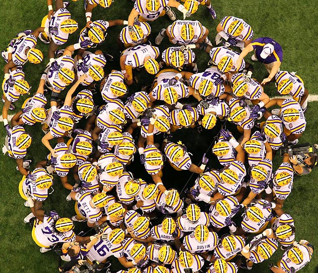 LSU huddles up before the game.