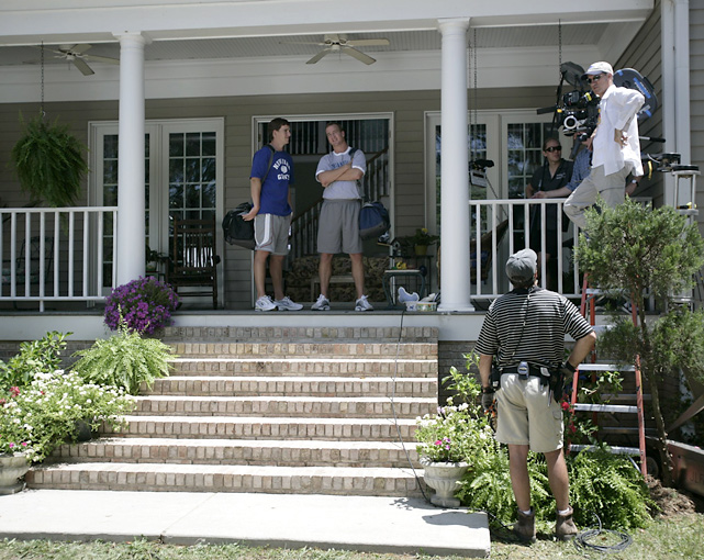 Eli and big brother Peyton looking casual during a commercial shoot.