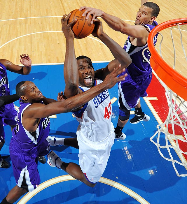 Sixers forward Elton Brand goes to the basket against the Sacramento Kings.