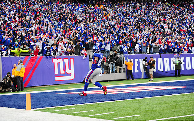 Hakeem Nicks torched the Falcons' depleted secondary for 115 yards and two touchdowns on six catches, including this 72-yard score.