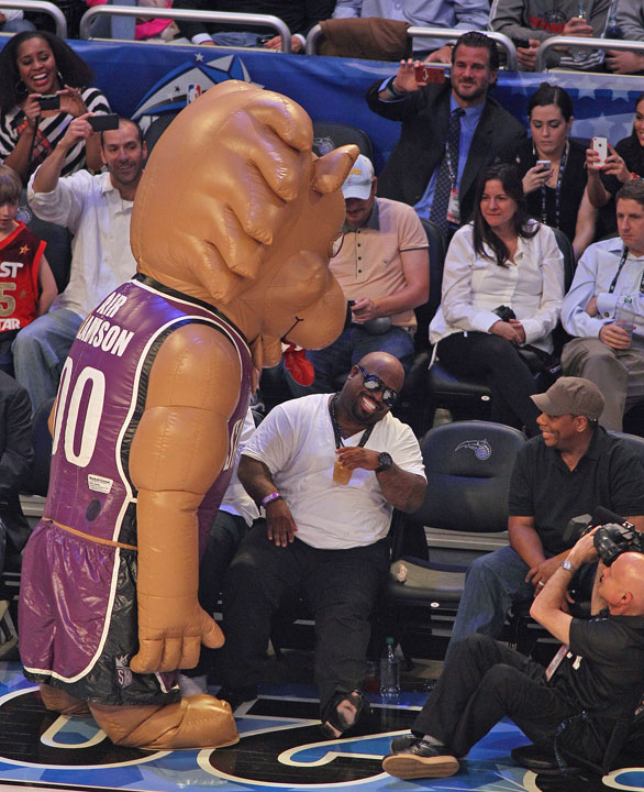 "Sacramento Kings mascot ""Air Slamson"" had fun with singer Cee Lo Green during the All-Star Game."