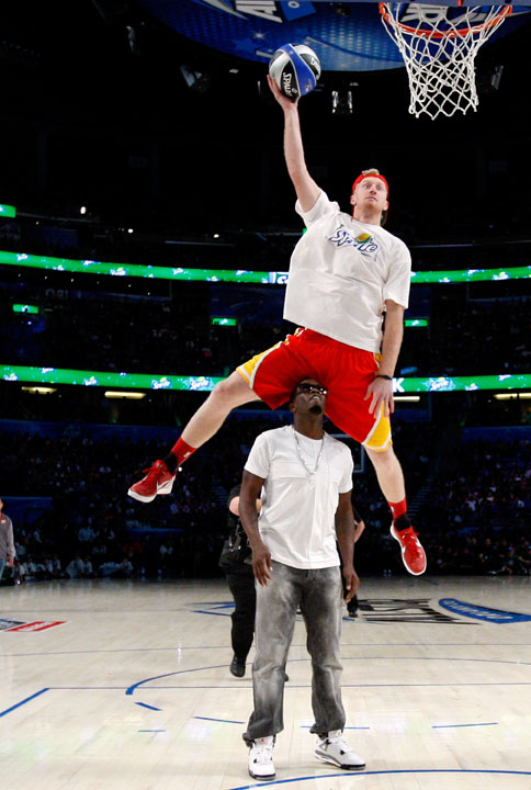 Chase Budinger dunked over music mogul Diddy for his first dunk in Saturday's contest. It wasn't impressive enough to win.