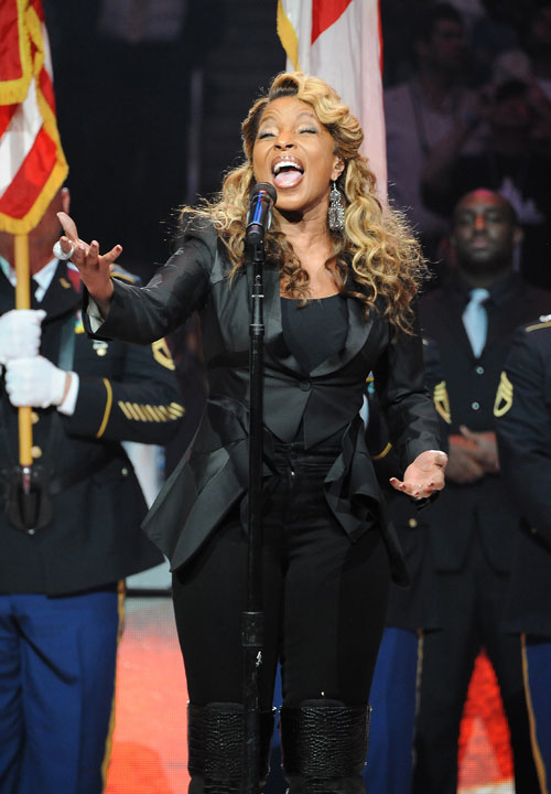 The R&B songstress belted out the National Anthem before Sunday's game.