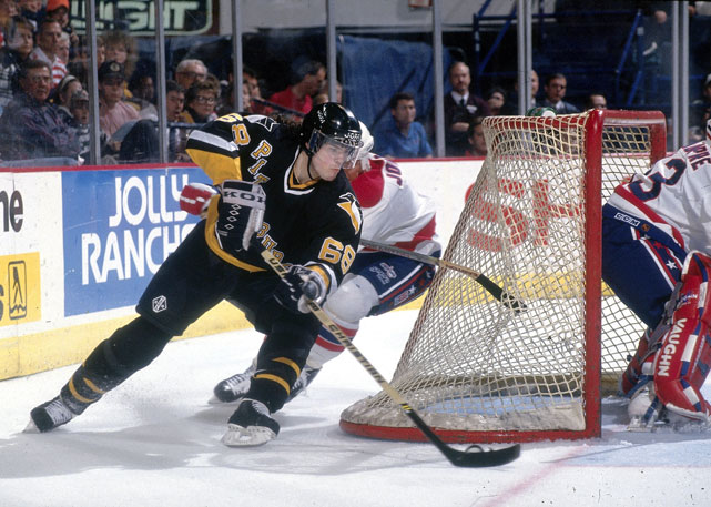 Jagr goes for a backhanded shot in a 1993 game against the Capitals.