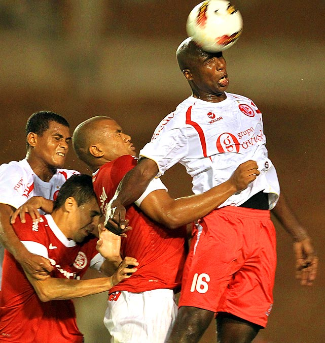 Luis Guadalupe of Peruvian club Juan Aurich heads a ball during a Copa Libertadores match at Brazilian team Internacional.
