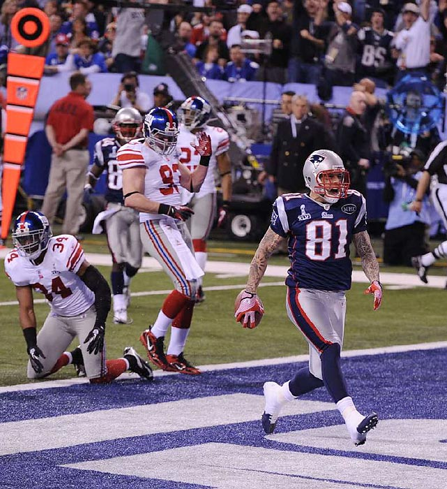 Aaron Hernandez caught a 12-yard touchdown pass from Brady in the third quarter to give the Patriots a 17-9 lead.