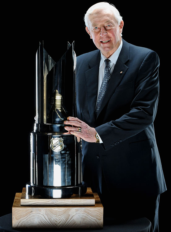 Jean Béliveau poses with his NHL Lifetime Achievement Award after the 2009 NHL Awards in Las Vegas on June 18, 2009.
