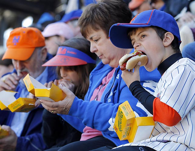 New York Mets fans enjoy hotdogs during an MLB National League opening day baseball game against the Atlanta Braves at CitiField in New York April 5, 2012.