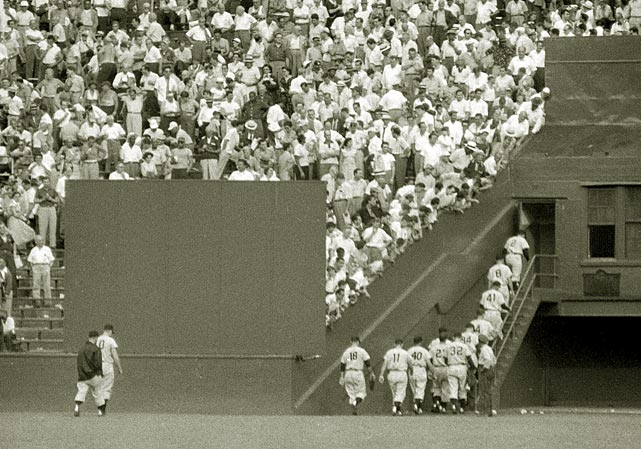 The Giants head into theirclubhouse between the first and second games of a 1954 doubleheader against the Pittsburgh Pirates.