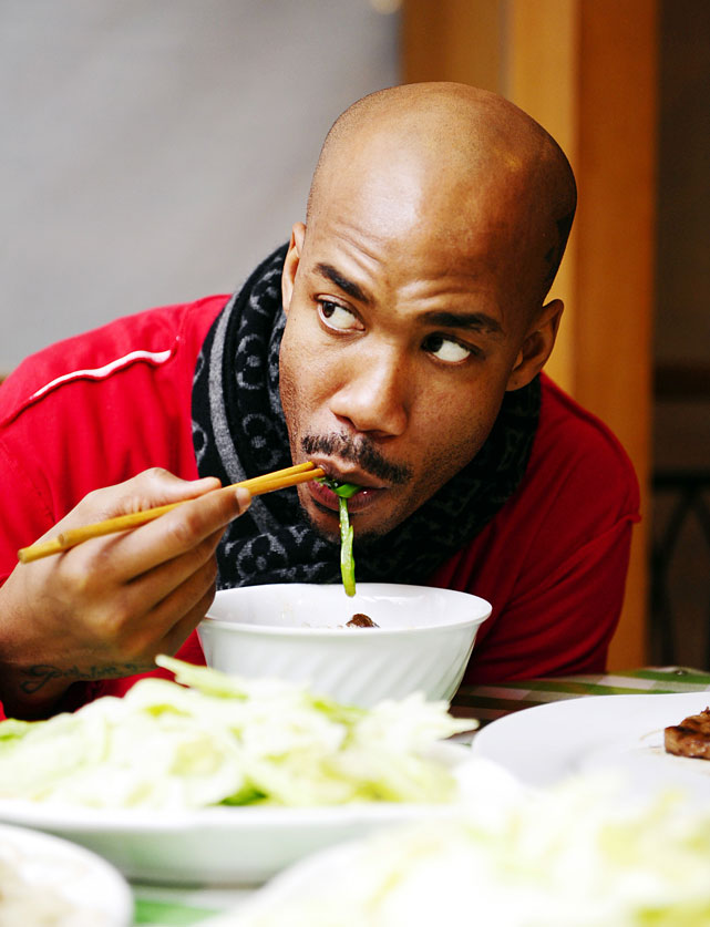 Marbury uses chopsticks to enjoy a meal in Foshan, Guangdong Province.