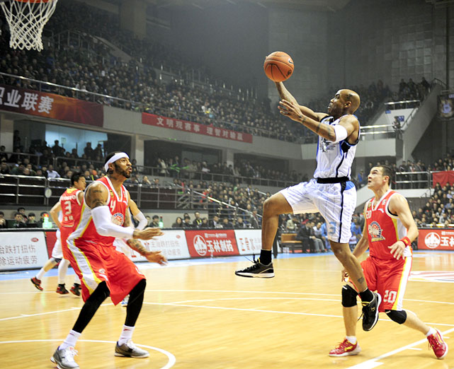 Marbury glides toward the rim during a December 2011 game against Xijiang.