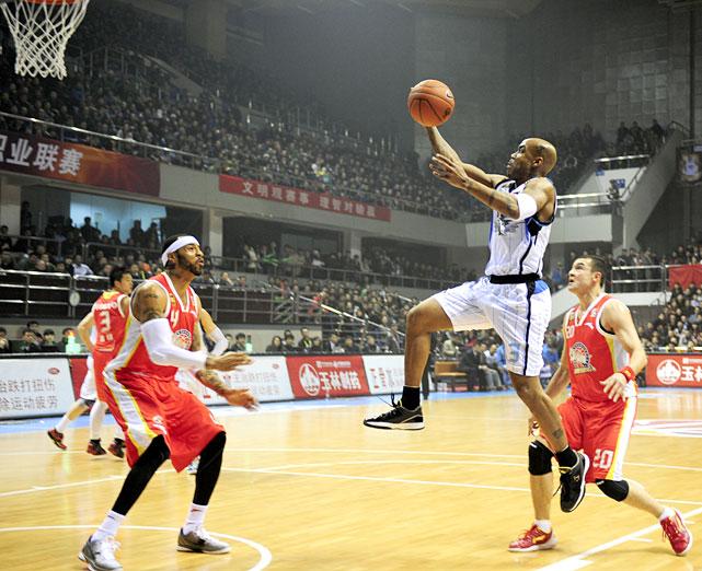 Marbury glides toward the rim during a December 2011 game against Xijiang.