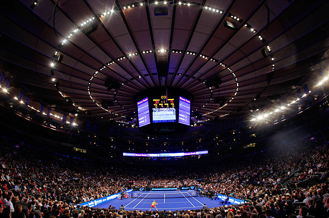 Maria Sharapova beat Caroline Wozniacki 6-3, 6-4 and Andy Roddick topped Roger Federer 7-5, 7-6 (7) at the BNP Paribas Showdown exhibition at Madison Square Garden.