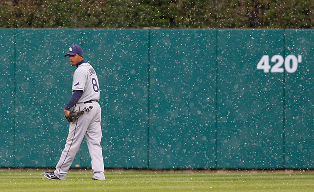 Rays center fielder Desmond Jennings looks towards home plate during a snow shower in the eighth inning of Tuesday's game against the Tigers.