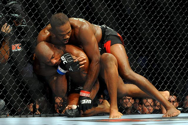 Jones submits Jackson in the fourth round to make his first successful UFC title defense.
