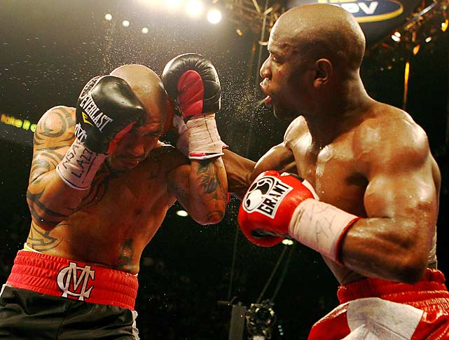Mayweather used his quickness and accuracy throughout the bout.