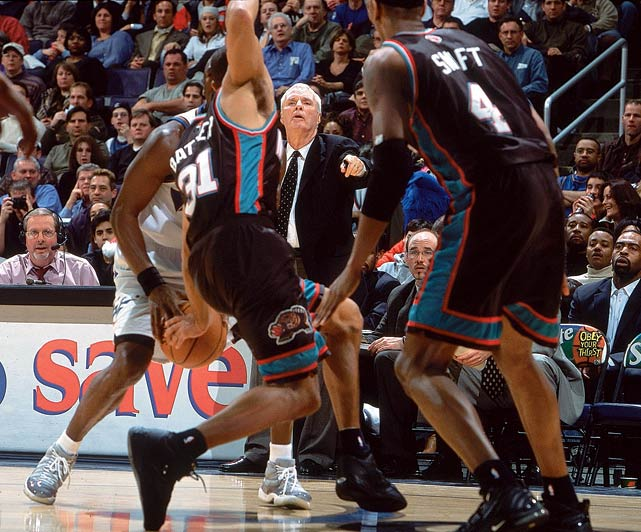 Brown stands on the sideline during a Grizzlies game against Wizards in 2002.