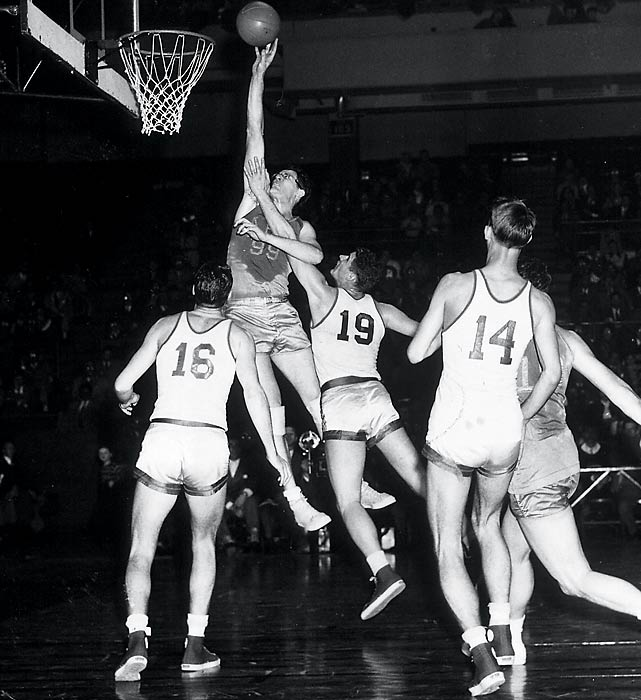George Mikan led Minneapolis to five titles in a six-year period (including one in the BAA) from 1949-54, and this was the best of those teams in terms of regular-season record (51-17) and postseason dominance.