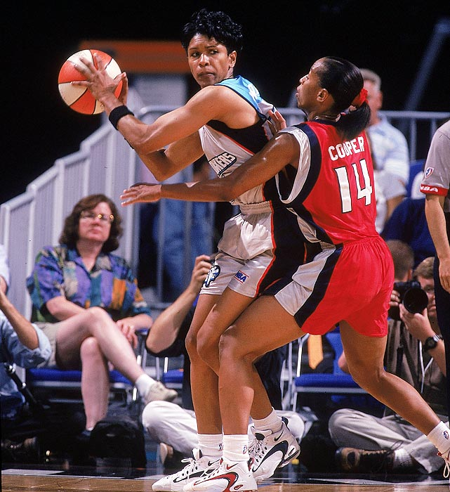 A four-time All-America at Kansas, Woodard was the top-scoring woman in NCAA history, averaging 26 points per game and amassing 3,649 during her career. She was the first female member of the Harlem Globetrotters.
