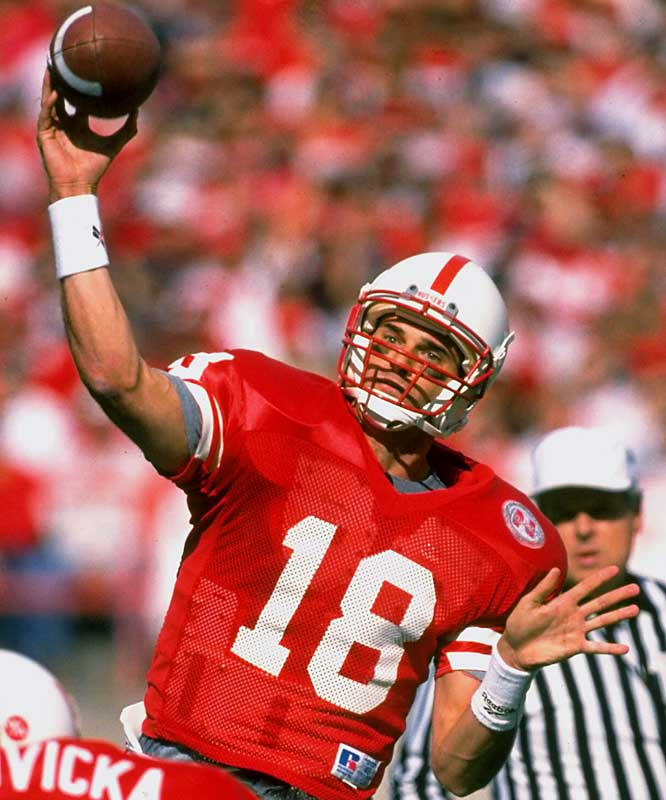 A small plane piloted by former Nebraska quarterback Brook Berringer crashed in Raymond, Neb., two days before the NFL draft.
