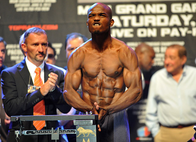 Timothy Bradley shows off his chiseled abs at Friday's weigh-in. The 28-year-old challenger tipped the scaled at 146 pounds, one below the welterweight limit.