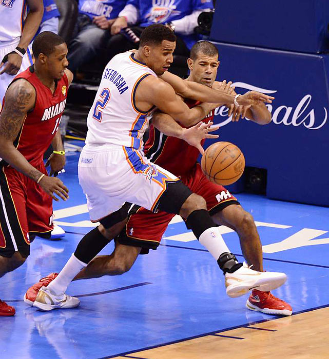 Shane Battier and Thabo Sefolosha battle for a loose ball.