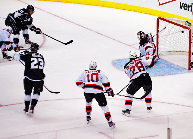Anze Kopitar's shot from the edge of the faceoff circle hits the back of the net, giving the Kings a 2-0 lead.