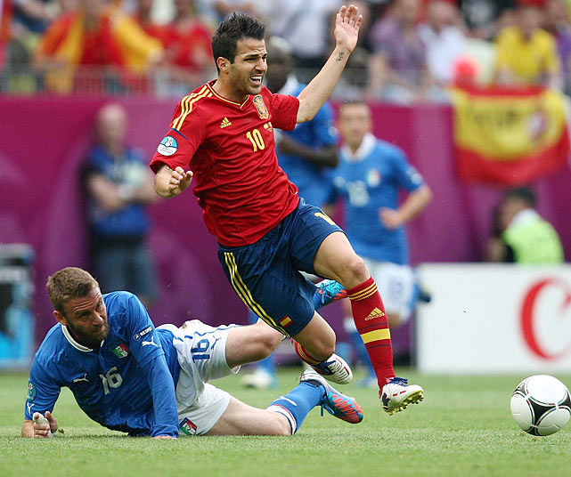 The star-studded battle of the two former World Cup champions lived up to its billing, producing an exciting match that saw goals only three minutes apart from one another and several slight misses. After the Italians struck first on a magnificent through-ball from Andrea Pirlo to Antonio Di Natale, the Spaniards equalized almost immediately. David Silva's wondrous flick pass to Cesc Fabregas allowed the Barcelona midfielder an open look at the net, and he would not miss his chance to beat Italy's stud keeper, Gianluigi Buffon.