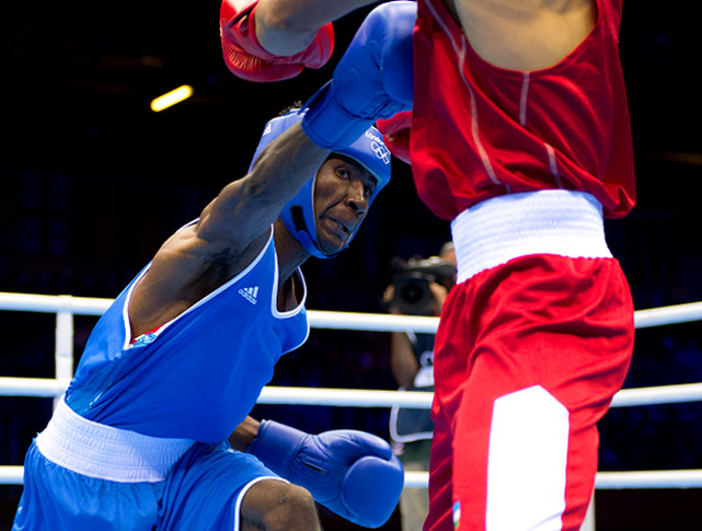 Fazliddin Gaibnazarov of Uzbekistan outpointed Abdon Hyacenthe Mewoli of Cameroon in their lightweight matchup.