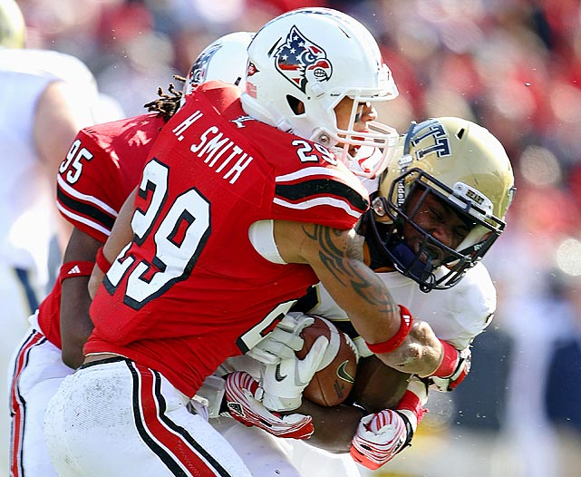 Smith paced the Cardinals with nine pace breakups and has made 24 consecutive starts, the most by any Louisville player.