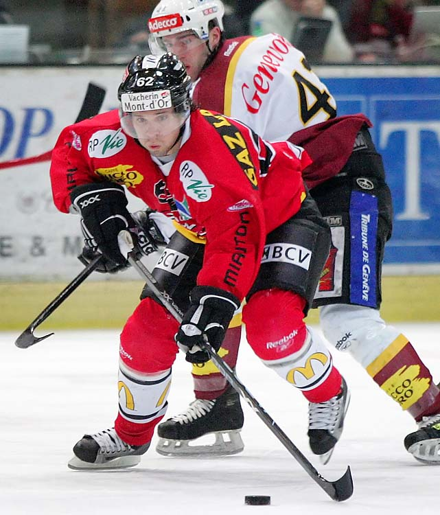 Martin St. Louis (red) also played in Switzerland, for Lausanne.