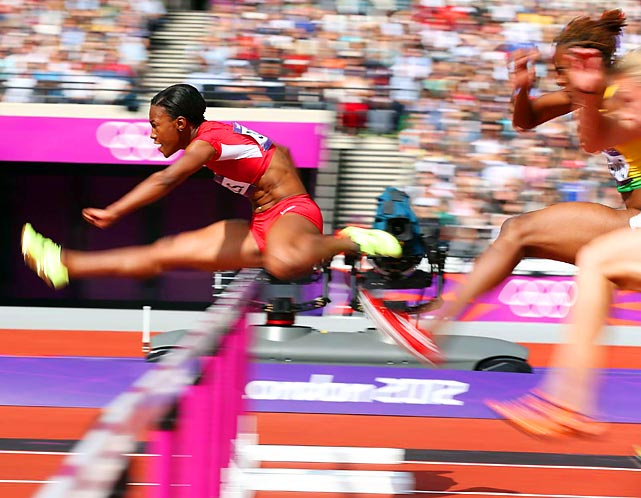 The U.S.'s Kellie Wells was in finals form as she cruised to victory in 12.69 seconds in her 100-meter hurdles heat and advanced to Tuesday's semis. Wells, Dawn Harper and Lolo Jones were the three American hurdlers to qualify for the semifinals.