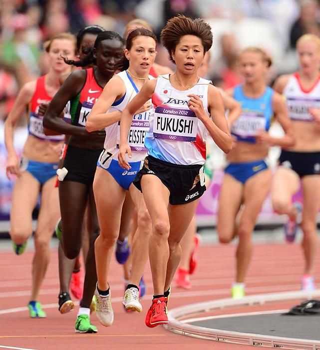 Japan's Kayoko Fukushi leads the pack during the women's 5,000-meter run preliminary.