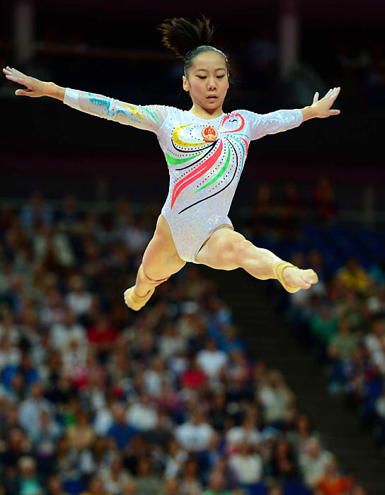 China's Deng Linlin scored a 15.600 and won the gold medal on the balance beam.